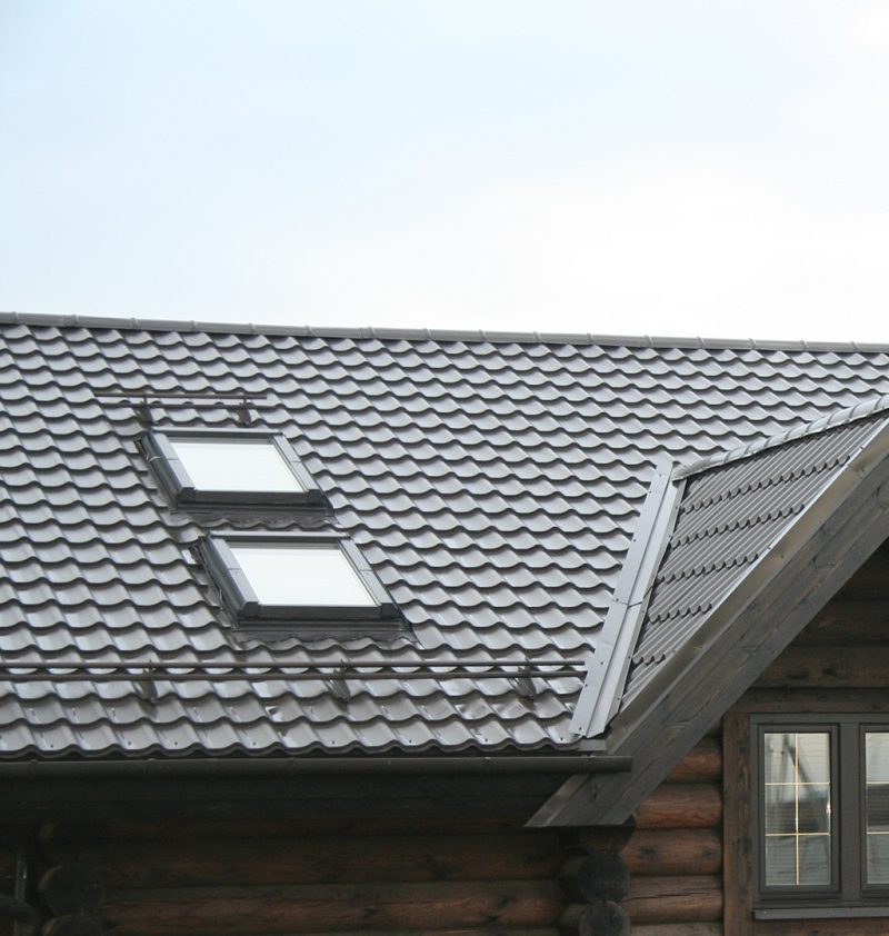 Camero Grand Terra line Steel Roofs – Chestnut (including snow guards and a skylight)